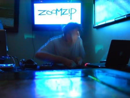 zoomzip